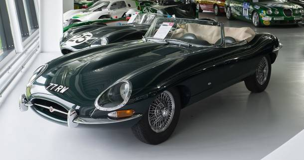 Jaguar_E-Type_Series_1_3.8_Litre_1961